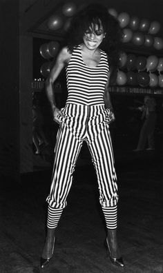Diana. In a striped jumpsuit. 1980s Fashion Trends, 70s Fashion, Girl Fashion, Vintage Fashion, Black 80s Fashion, Seventies Fashion, Lauren Hutton, Diana Ross Style, Look 80s