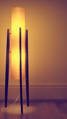 Modern floor lamps: Mid-century floor lamps that will elevate your mid-century mdern interior today Black Floor Lamp, Modern Floor Lamps, Luminaire Design, Lamp Design, Design Design, Design Trends, Rocket Lamp, Wood Curtain Rods, Mid Century Modern Lighting