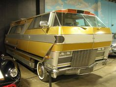 vintage-trailer: Star Streak Motor homeTwo are known to exist. One at the California Auto Museum in Sacramento CA and another at the RV Hall of Fame in Elkhart Indiana. The Star Streak is a custom made aluminum-bodied motor home built by Paul. Weird Cars, Cool Cars, Automobile, Vintage Rv, Vintage Campers, Vintage Motorhome, Pt Cruiser, Vintage Travel Trailers, Unique Cars