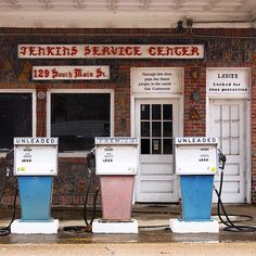 Full service station in Water Valley, Mississippi   Photo: Stephen Oakes