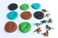 A dinosaur play dough kit. A perfect gift for a little dino lover or ready-made activity for at home! Dinosaur Play, Dinosaur Fossils, Dinosaur Birthday, Games For Kids, Activities For Kids, Crafts For Kids, Sensory Activities, Dino Craft, Toddler Art