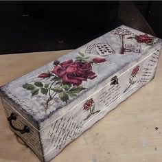 Decoupage Box, Decoupage Vintage, Wine Gift Boxes, Wine Gifts, Pearl Wallpaper, Shabby Chic Antiques, Beautiful Home Designs, Art Decor, Decoration