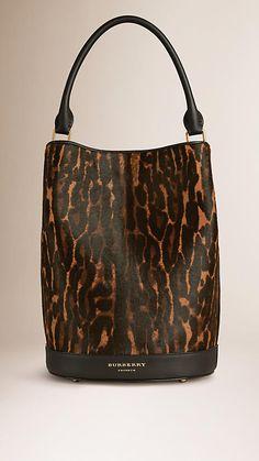 Cammello scuro Borsa Burberry Bucket in pelle di vitello con stampa animalier - Immagine 1