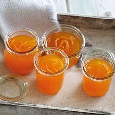 Was bei Cocktails funktioniert, ist auch fürs Frühstücksbrötchen ein toller Genuss. Der bittere Campari unterstreicht die fruchtige Süße des Orangensa...