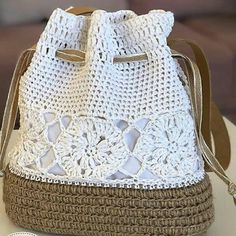 Como Aprender Fazer Crochê Ponto Alto Passo a Passo! Crochet Clutch, Crochet Handbags, Crochet Purses, Crochet Bags, Crochet Crafts, Crochet Hooks, Crochet Projects, Knit Crochet, Crochet Stitches Patterns