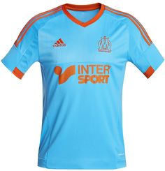 Olympique de Marseille (FRA)  Nova quarta camisa do Olympique de Marselha para a temporada 14/15. A camisa foi apresentada dentro de um cooler, que tornou-se tradicional na vida do clube por conta de Marcelo Bielsa, treinador da equipe, que em todos os jogos fica sentado em um.