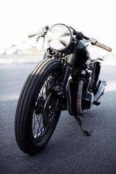 Honda - started out as Honda? Name this bike. Honda roaring bikes CRD by Café Racer Dreams Triumph Cafe Racer, Cb 750 Cafe Racer, Blitz Motorcycles, Cool Motorcycles, Vintage Motorcycles, Cb750 Honda, Motos Honda, Ducati, Moto Cafe