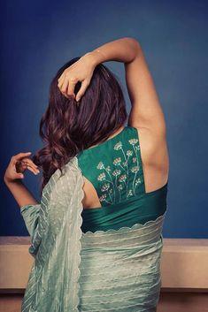 halter neck blouse saree style - halter neck blouse saree style Source by latestsareeblousedesigns - Fancy Blouse Designs, Sari Blouse Designs, Designer Blouse Patterns, Designer Saree Blouses, Latest Blouse Patterns, Lehenga, Dhoti Saree, Salwar Kameez, Kurti