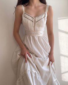 Glamouröse Outfits, Cool Outfits, Fashion Outfits, Vestidos Vintage, Vintage Dresses, Jw Moda, Pretty Dresses, Beautiful Dresses, Looks Pinterest