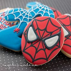Aaaaand here are the finished cookies! I really dig the combo of the face and the webbed plus there are some extra web cookies hiding in the background 🕷🕸 Fourth Birthday, 3rd Birthday Parties, Boy Birthday, Birthday Ideas, Spiderman Cookies, Superhero Cookies, Avengers Birthday, Superhero Birthday Party, Spiderman Birthday Cake