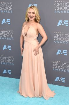 Pin for Later: See Every Look From the Critics' Choice Awards Red Carpet Hayden Panettiere Wearing a Maria Lucia Hohan gown and Neil Lane jewels.