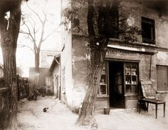 Photography and Jazz Lovers — Eugène Atget Image Photography, Street Photography, Travel Photography, Vintage Pictures, Old Pictures, Tina Modotti, Eugene Atget, Musee Carnavalet, Berenice Abbott