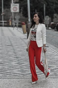 Trackpants Trend wie du Trackpants am besten trägst - Julies Dresscode Dress Code, Blazer Outfits, Passion For Fashion, Joggers, Ootd, Chic, Fashion Bloggers, Layers, Pants