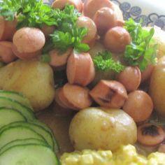 Makoisa nakkikastike - Kotikokki.net - reseptit Fruit, Food, Essen, Meals, Yemek, Eten
