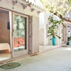 Slapen: Formentera, where to stay? Spanish Bungalow, Spanish Style, Formentera Spain, Places To Travel, Places To Go, Spanish Villas, Bungalow Exterior, House By The Sea, Europe Destinations