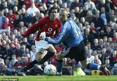 Ruud Van Nistelrooy, Man Utd News, Fulham, Manchester United, Looking Back, Captain America, Motorcycle Jacket, The Unit, Superhero