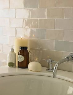 Cevica Metro Fliesen und mehr – Galerie der Fliesen und Natursteine Cevica Metro Tiles and more – Gallery of Tiles and Natural Stones Cream Bathroom, Small Bathroom, Modern Bathroom, Dark White, Glazed Brick, Topps Tiles, Downstairs Toilet, Antique Tiles, Beautiful Bathrooms