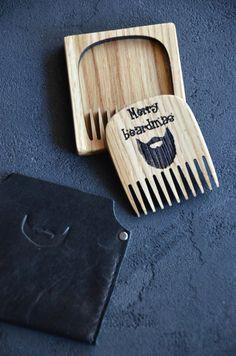 Männer Geschenk Bart Kamm aus Holz graviert Weihnachtsgeschenk personalisierte für ihn Männer Freund Vater Bart putzen Grooming Kit Urlaub Custom Winter Herzlich Willkommen! Wir freuen uns, Sie in unserem Shop zu sehen. ✓ Dieser Kamm Sie für Haare, Bart und Schnurrbart können. Es ist ein großes Geschenk oder Souvenir für Ihre lieben und für sich selbst und nicht nur für Weihnachten/Geburtstag/Jubiläum, präsentieren Sie es jederzeit, wenn Sie jemanden überraschen möchten. ✓ Der Kamm kann ... Gifts For Husband, Fathers Day Gifts, Gifts For Friends, Gifts For Him, Personalized Christmas Gifts, Great Christmas Gifts, Personalized Picture Frames, Custom Iphone Cases, Presents For Men