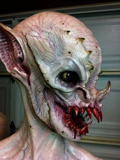 A monstrous vampire bust sculpted and painted by Casey Love ( --- man is that gruesome Horror Makeup, Scary Makeup, Sfx Makeup, Costume Makeup, Makeup Art, Face Off, Special Makeup, Special Effects Makeup, Maske Halloween