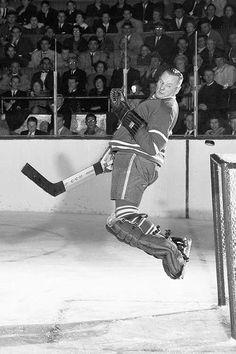 The great Johnny Bower of the Toronto Maple Leafs leaps to make a save. Hockey Shot, Hockey Goalie, Hockey Teams, Hockey Players, Ice Hockey, Montreal Canadiens, Nhl, Maple Leafs Hockey, Hockey Hall Of Fame