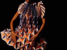 Robes Origami par Jule Waibel pour Bershka (video)