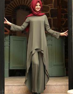 Red hijab and beautiful dress 💞 Islamic Fashion, Muslim Fashion, Modest Fashion, Fashion Dresses, Abaya Designs, Kurti Designs Party Wear, Hijab Outfit, Simple Dresses, Beautiful Dresses