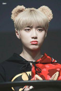 Aww lol he's so adorable🥰 Kai, Yesung Super Junior, The Dream, Wattpad, Fan Fiction, K Idols, Cute Wallpapers, Mini Albums, Boy Bands