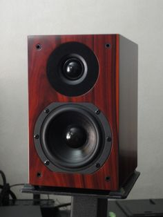 The Silverline Minuet Speaker At 699 Is An Audiophile Juggernaut It Very Small