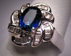 A Stunning Antique 5ct Star Sapphire Diamond Ring Vintage Art Deco, 14K White Gold, c.1930s. This beautiful estate ring holds an amazing blue