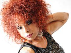 O Sesc Ipiranga recebe, nos dias 31 de outubro e 1º de novembro, sempre às 21h, show da cantora Elza Soares com o DJ Muralha.