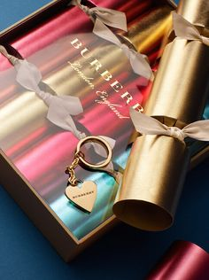 An elegant four-piece festive cracker set, each containing a key charm engraved with Burberry lettering.