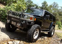 lifted Hummer H2
