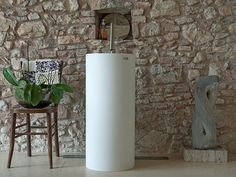Lavabo sur pied rond en Corian® PALINA by Heart Design by Astaga Communication