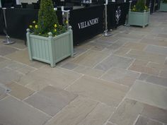 Raj Green blends with most surroundings and is a robust stone which will last a lifetime if looked after. It has many shades throughout with mixes of greens and gentle browns, the occasional purplish tones run through the blend. Limestone Paving, Sandstone Paving, Back Gardens, Small Gardens, Outdoor Gardens, Garden Paving, Terrace Garden, Driveway Paving, Garden Paths