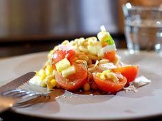 Een snelle pastasalade met gerookte kipfilet Dutch Language, Om, Healthy Recipes, Drinks, Ethnic Recipes, Salads, Drinking, Beverages, Healthy Eating Recipes