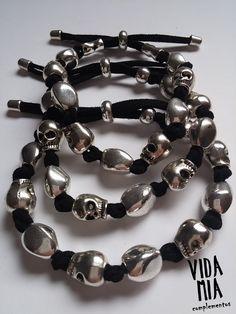 Brazaletes - Pulseras de hombre con calaveras - hecho a mano por VIDA-MIA-complementos en DaWanda