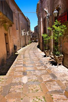 Alley of Erice, Sicily, Italy