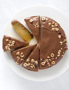 Mazarinkage - opskrift på en klassisk mazarin med chokoladefrostning Frosting, Sugar, Cookies, Ethnic Recipes, Food, Crack Crackers, Biscuits, Cookie Recipes, Meals