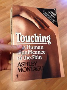 Touching / The human significance of the skin; Ashley Montagu