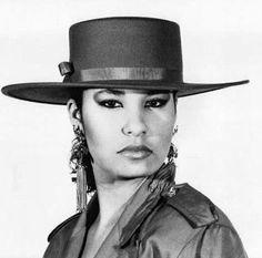 Selena Quintanilla Perez, Suzette Quintanilla, American Singers, Pretty Face, Madonna, Business Women, Actresses, Beautiful, Absolutely Stunning
