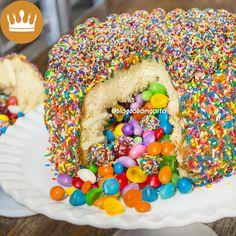 Veja como se faz um 'BOLO PINHATA'! Recheado com doces, é perfeito para festas infantis.