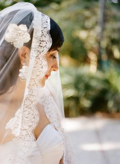 a mantilla veil trimmed in lace  Photography by http://erinheartscourt.com