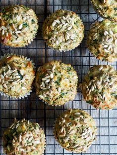 Grove muffins med ost, skinke og spinat Broccoli Cheese Bites, Sandwich Buffet, Easy Snacks For Kids, Easy Brunch Recipes, Eggnog Recipe, Wine Tasting Party, Mothers Day Breakfast, Party Buffet, Brunch Menu