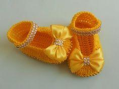 (Crochet-Crosia) crochet girl Booties tutorial urdu/hindi - YouTube