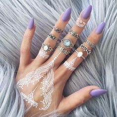 Rings, purple nails and white henna tattoo White Henna Tattoo, Henna Tattoos, Henna Tattoo Designs, Mehndi Designs, Wrist Tattoos, Black Henna, Gold Henna, Tattoo Ideas, Dope Tattoos