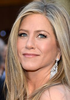 2013 Oscars Red Carpet - Jennifer Aniston  - www.jewelleryworld.com