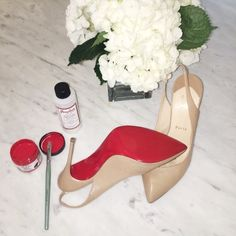 Restore your Christian Louboutin shoes in 3 easy steps Everything you need to quickly RESTORE your red bottom soles. Christian Louboutin Red Bottoms, Red Louboutin, I Love Fashion, Passion For Fashion, Fashion Styles, Fall Fashion, Miu Miu Heels, Red Bottom Shoes, Fashion Advice