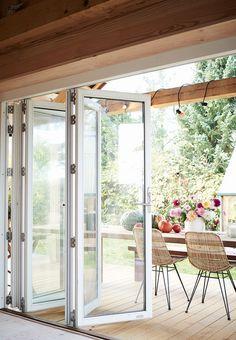 Foldedør - Signe Wenneberg byggede sin drøm - verdens første FSC-hus på pæle | Bobedre.dk
