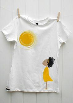 Sun and girl tee Hand Painted Dress, Hand Painted Fabric, Painted Clothes, T Shirt Painting, Fabric Painting, T Shirt Diy, Sweater Shirt, Shirt Drawing, Paint Shirts