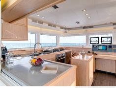 Lagoon 52 F - Kat Marina the galley is fully equipped: a large fridge, a deep freezer, a 4 burner hob, a large oven...
